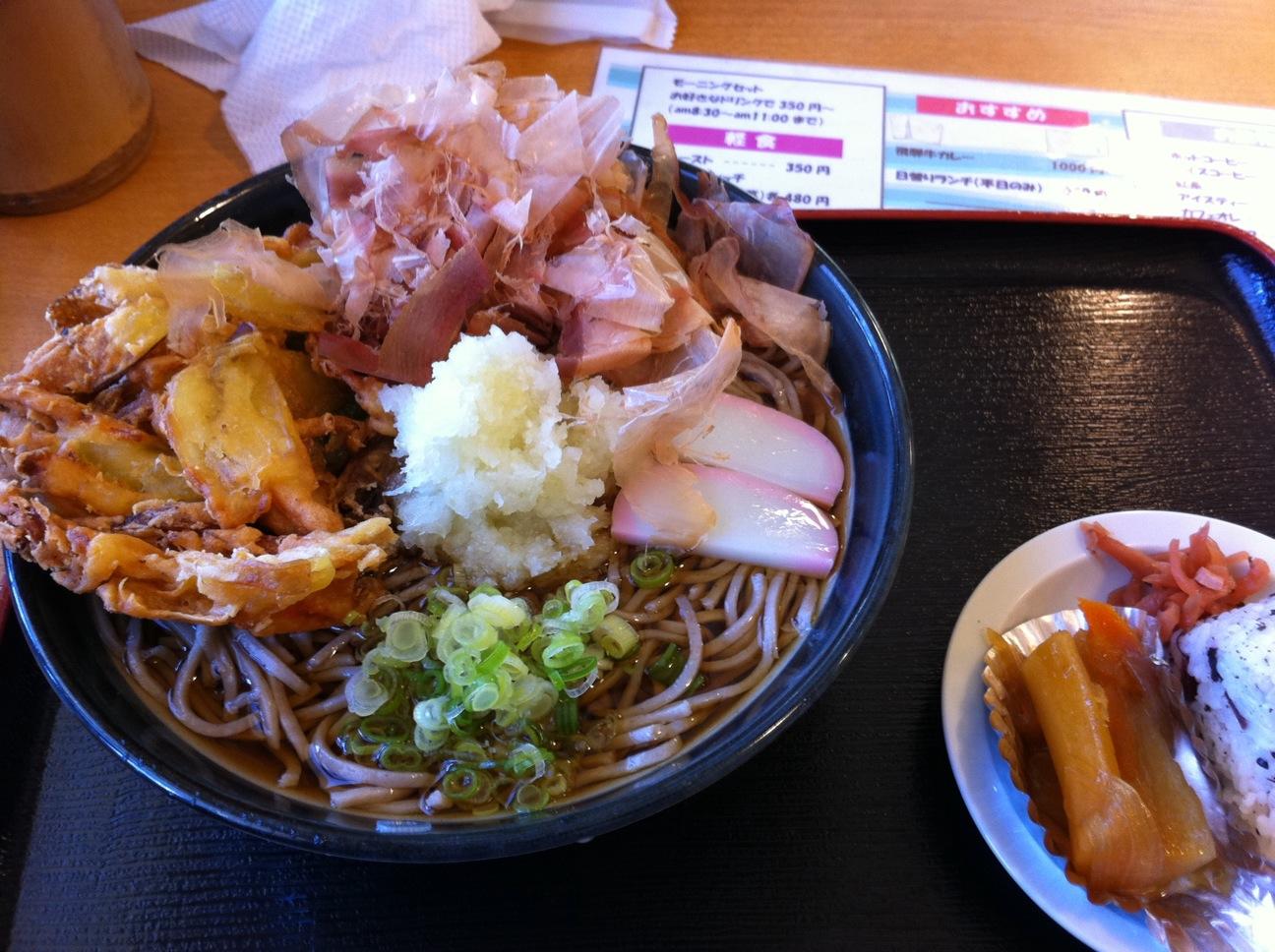 板取川沿いのふれあい広場花の駅で昼食